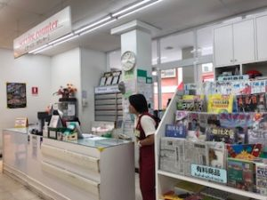 フジスーパー1号店のサービスカウンター