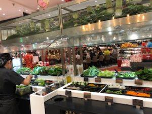 バンコクのスーパー・グルメマーケットのサラダバー