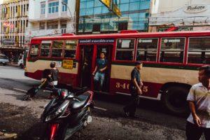バンコクのバスの乗り方を説明