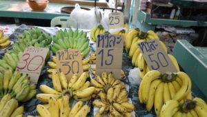 オンヌット生鮮市場に売られているバナナ