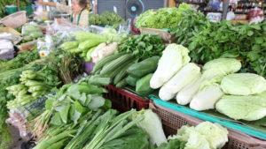 オンヌット生鮮市場に売られているキロ売りの野菜
