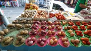 オンヌット生鮮市場に売られているジャガイモ
