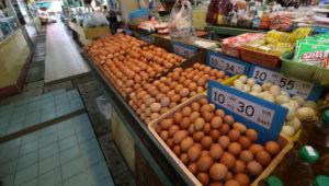 オンヌット生鮮市場に売られている卵